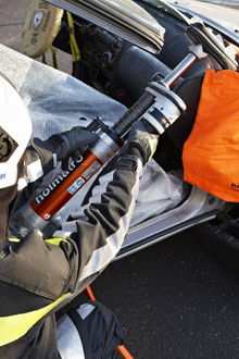 The new Holmatro ram has a combined manual and hydraulic extension