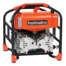 Rescuers can choose between different Holmatro models: petrol-powered Quattro, electrically-powered Trio or petrol-powered with electric start Quattro