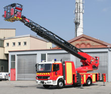 The new Metz 32 aerial recently supplied to Toulouse, in the south of France. Metz previously supplied the city with two other aerial ladders in 2000 & 2003