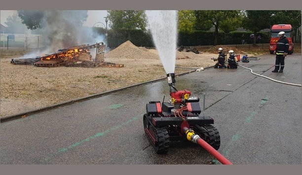 POK Demonstrates Its Advanced Jupiter Firefighting Robot With The Help Of Nogent-sur-Seine Firefighters